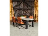 Betonnen tafel Schipborg met stoelen staand