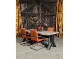 Betonnen tafel Tynaarlo met stoelen staand